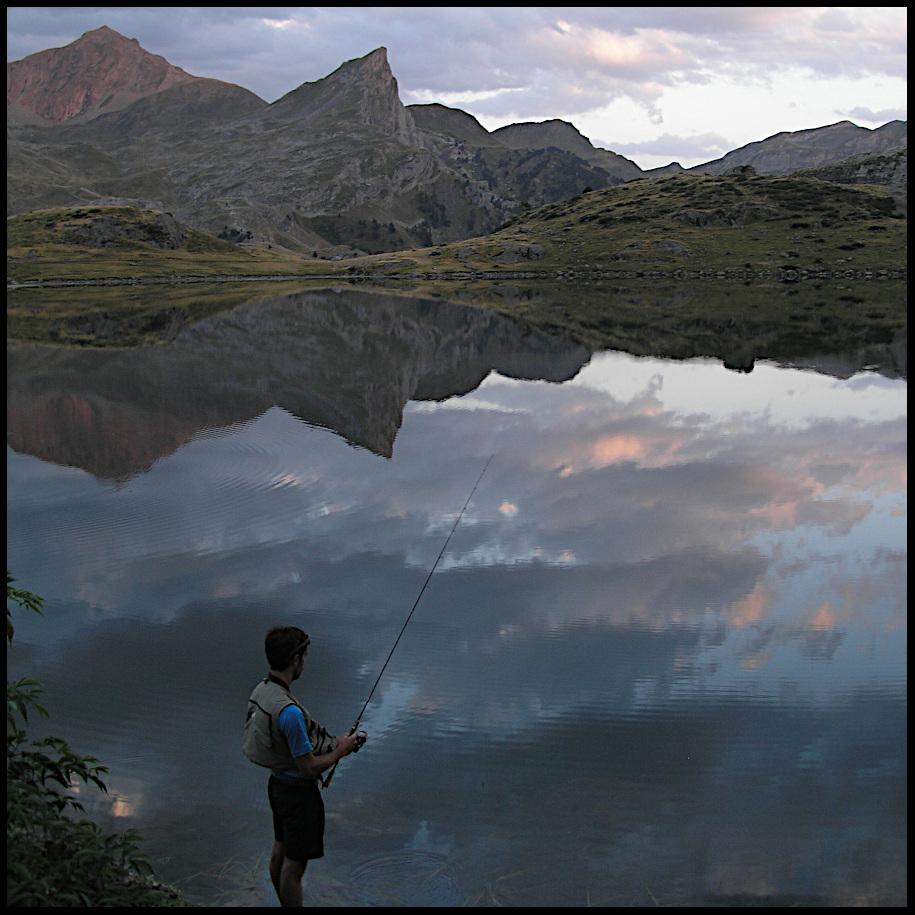 coup du soir lac de montagne